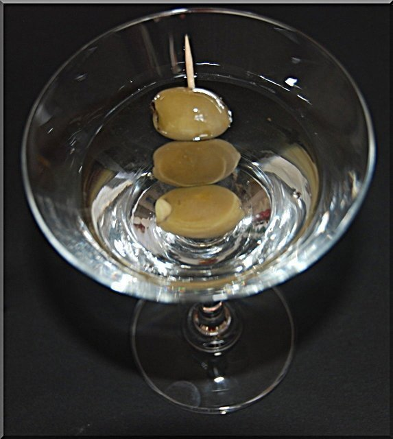 It's Friday… Lets Make A Cocktail (The Classic Martini)