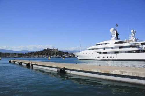 What Does A Superyacht Chief Stewardess Do?