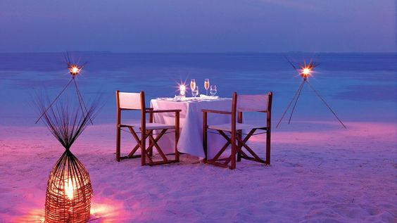 How to set up a luxury dinner on the beach