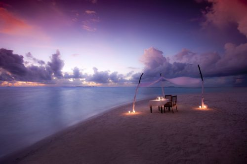 A luxurious dinner on the beach